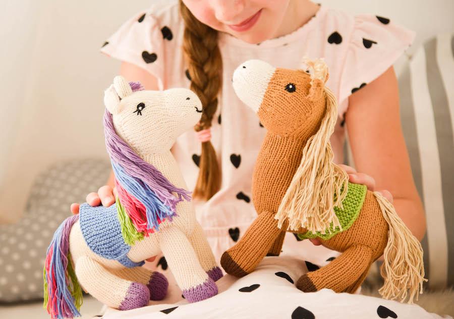 Spielpferd.de Mama Ocllo Spielpferd und Einhorn Kuscheltier Bio und Fairtrade