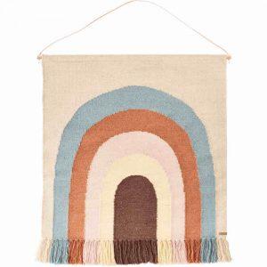 Wunderschöner handgemachter Wandteppich Regenbogen von Oyoy. Eine tolle Kinderzimmer Dekoration für Regenbogen-Fans.