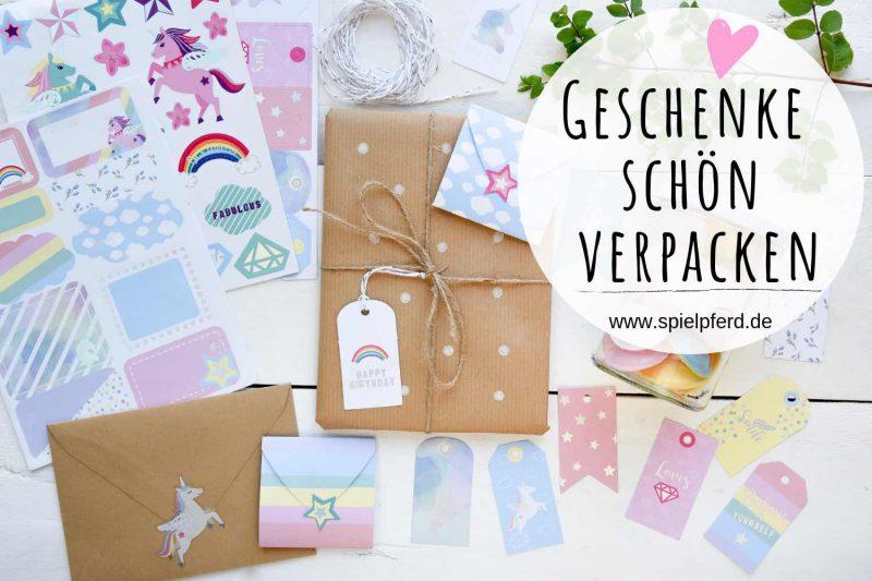 Geschenke schön verpacken. Ein Geschenkverpackungsset von Rayher für Kinder: Sticker, Geschenkanhänger etc. für jede Gelegenheit.