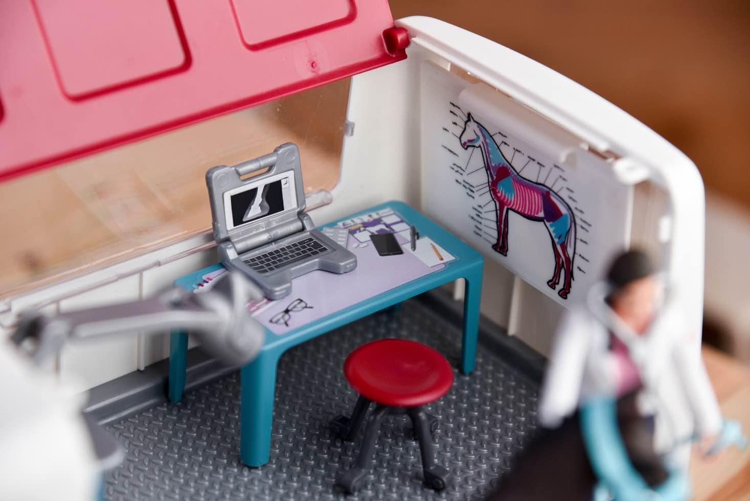 Röntgengerät und Laptop zum Tierarzt-Spielen. Spielzeug.